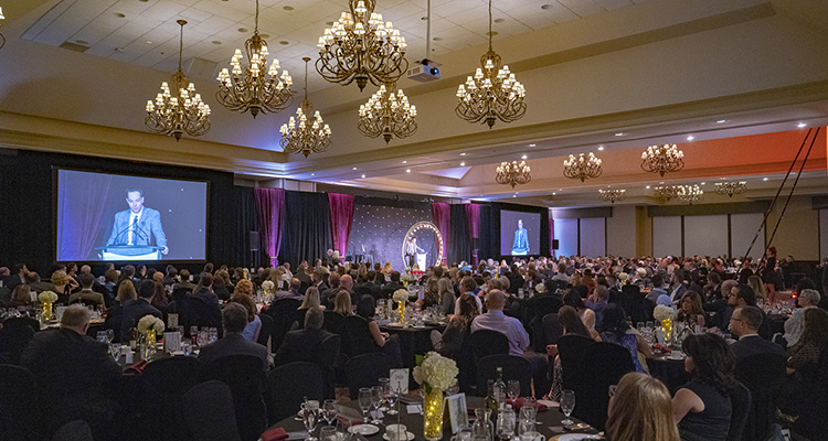 Large seated crowd at 2019 Peter Perry % Busienss Achievement Awards gala